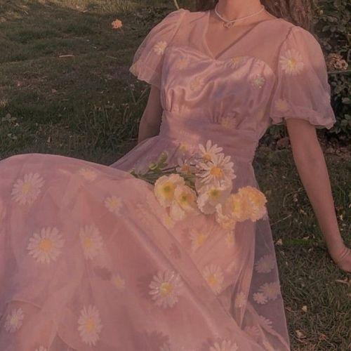 Vestido de seda estampado de margaritas Grandmacore