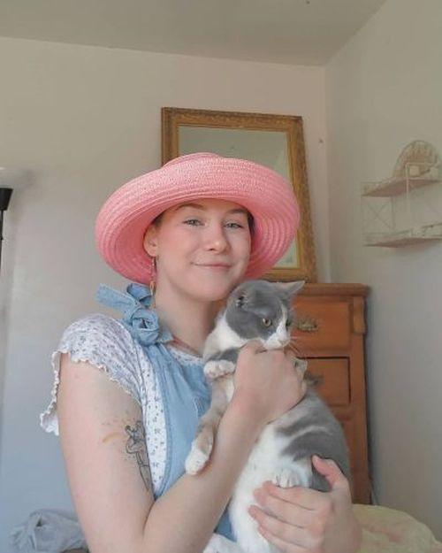 Look Grandmacore peto y sombrero