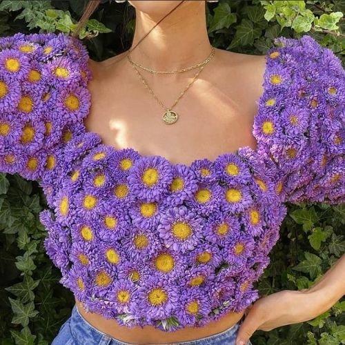 Top de flores moradas Grandmacore