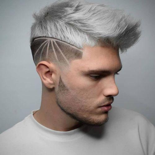 Hombre corte de pelo degradado con cresta blanca