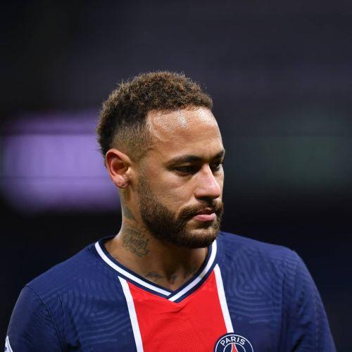 Neymar pelo corto degradado con rizos