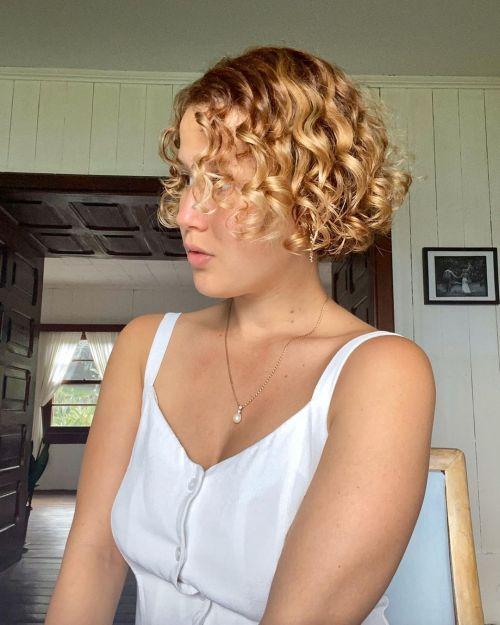 Corte pelo rizado estilo años 20