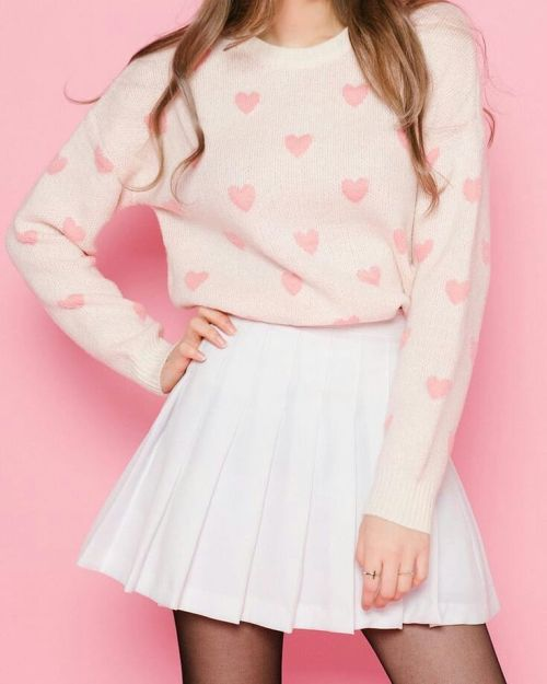 Falda de tablas blanca con jersey pastel de corazones Girly
