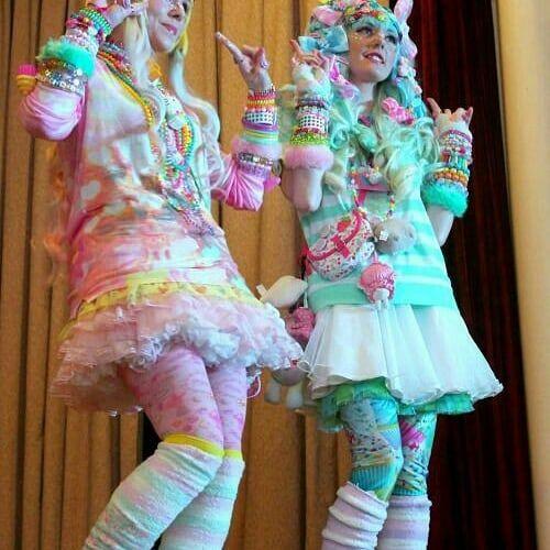 Look Kidcore con faldas y colores pastel