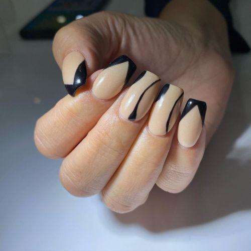 Uñas nude con negro