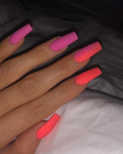 Uñas modernas en tonos rosas Kylie Jenner