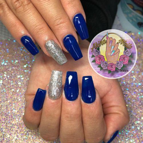 Uñas azules con plata