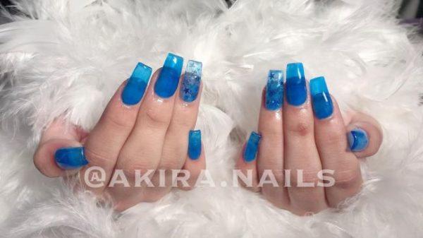 Uñas azules transparentes