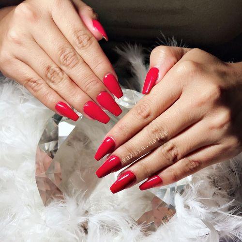 Uñas rojas largas