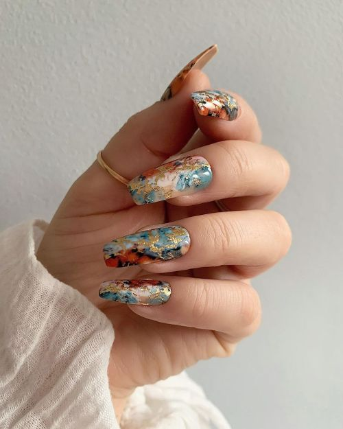 Uñas cuadradas con colores y flores