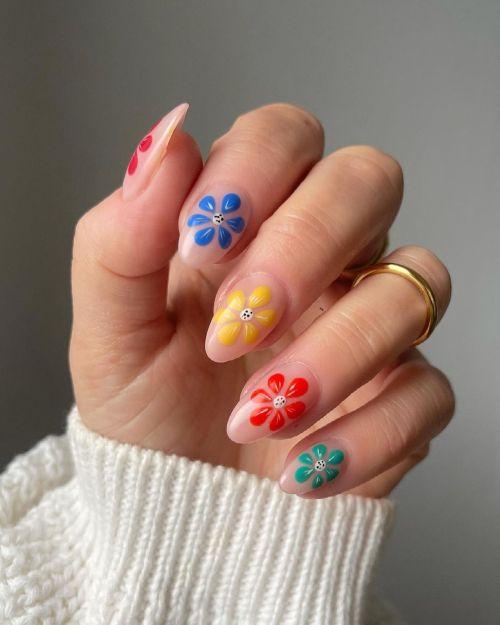 Uñas largas con flores de colores