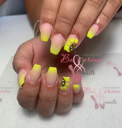 Uñas ballerina amarillo
