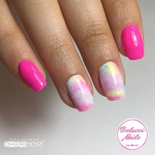 Uñas skittles rosas con arcoiris