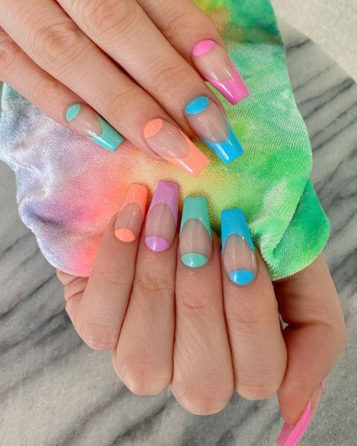 Uñas de colores y transparencias