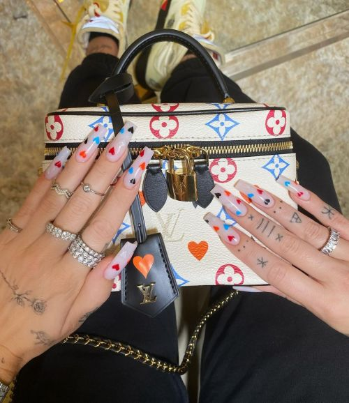 Uñas de porcelana decoradas corazones
