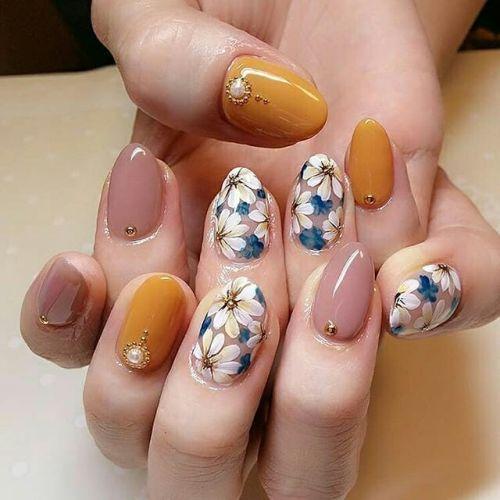 Uñas de porcelana con dibujos de flores