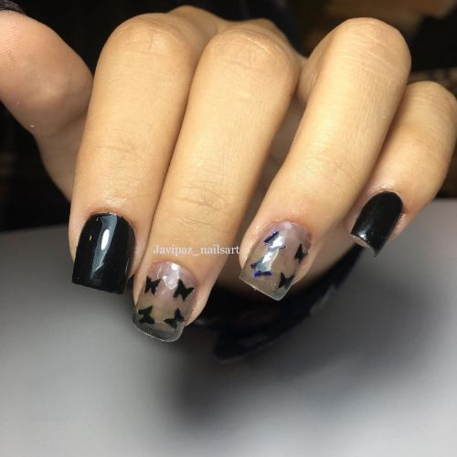Uñas cortas rectas en negro o con dibujos negros