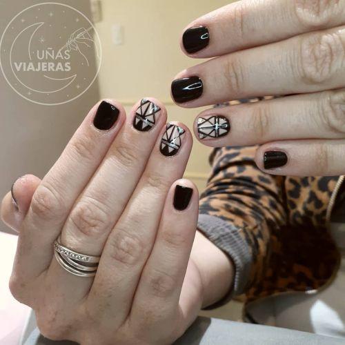 Uñas cortas negras con blanco
