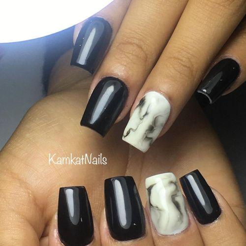 Uñas largas corte recto con uñas mármol