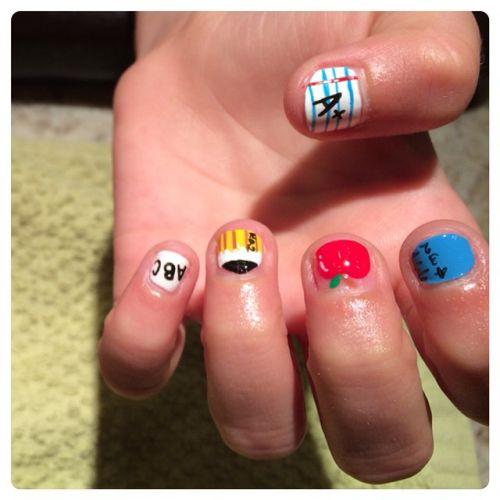 Uñas de colores con dibujos