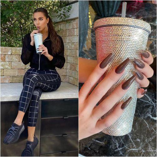 Uñas marrones Klhoé Kardashian