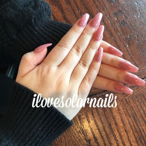 Uñas rosa intenso