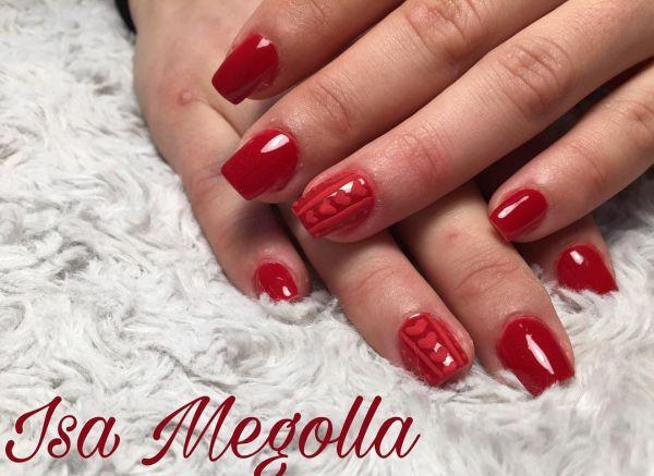 Uñas rojas con rosa mate