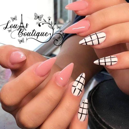 Uñas de punta rosa con blancas y cuadros negros
