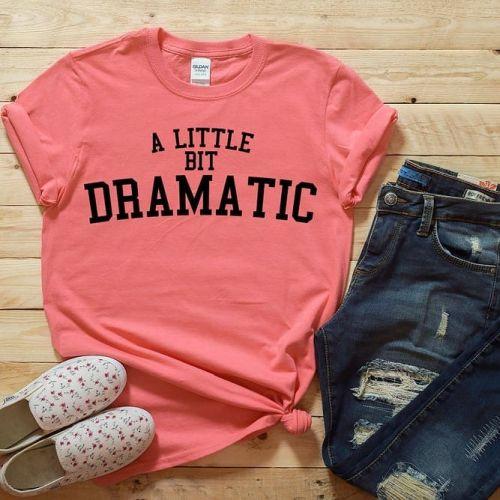 Jeans y camiseta rosa