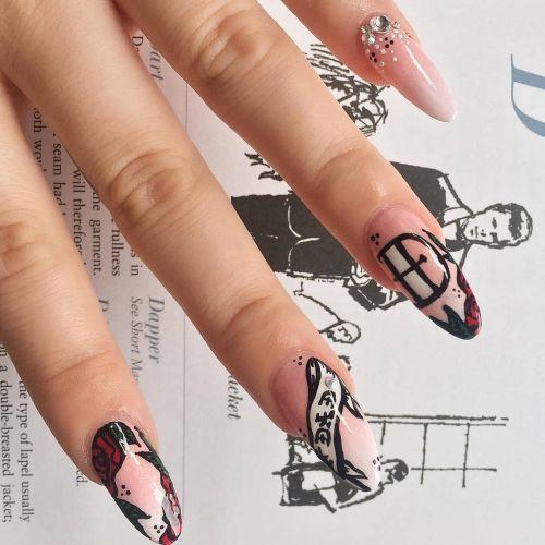 Uñas almendras rosa con dibujos en negro