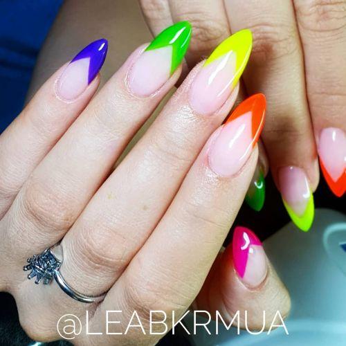 Uñas almendradas con puntas de colores