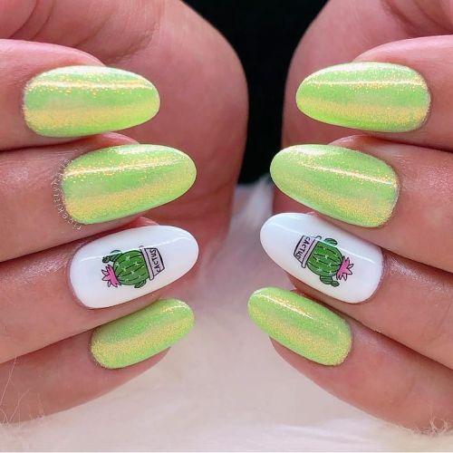 Uñas almendradas verde brillo y blancas con dibujo