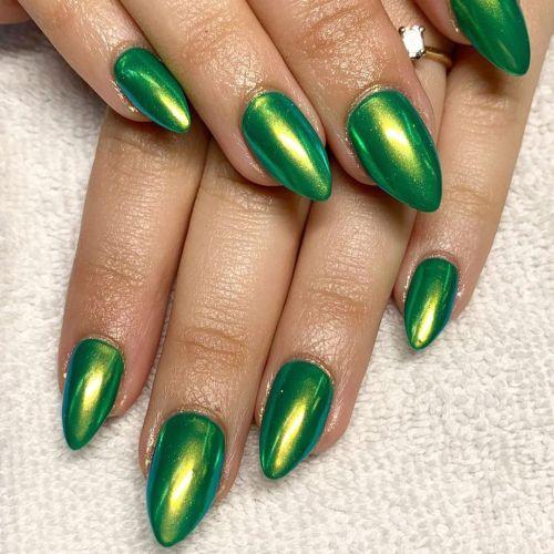 Uñas almendras verdes brillantes