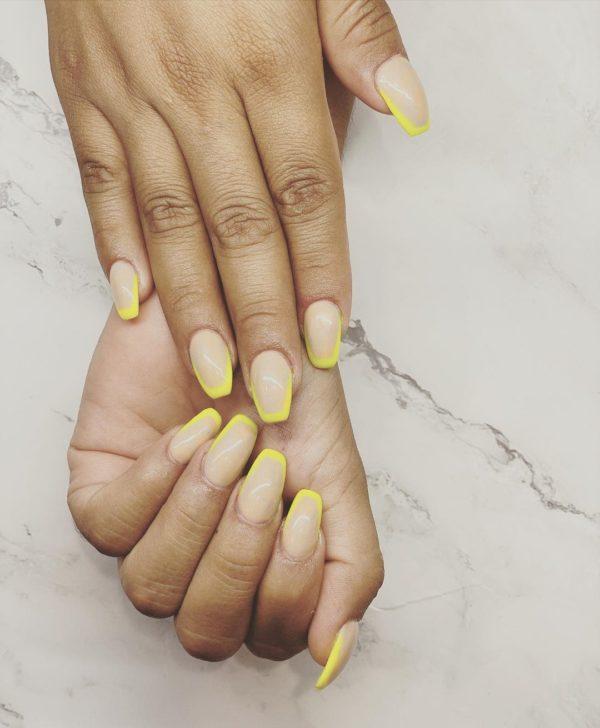 Uñas beige 2022 uñas combinadas con amarillo
