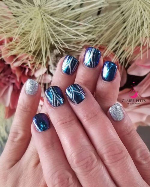 Uñas espejo azul con rayas