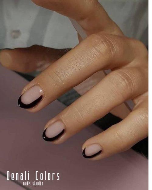 Uñas cortas transparentes bordes negros