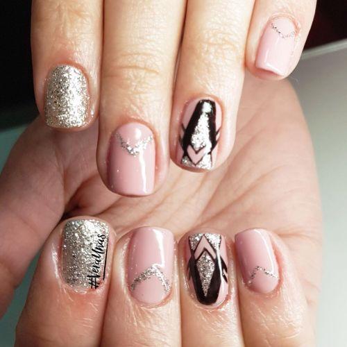 Uñas negras, rosa y plata