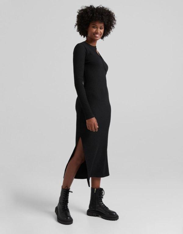 Catalogo vestidos bershka otoño invierno 2021 2022 VESTIDOS MIDI Asimetrico negro