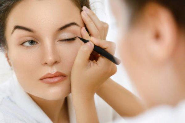 Como hacer un eyeliner perfecto 1