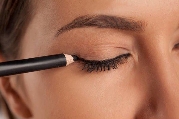 Como hacer un eyeliner perfecto 5