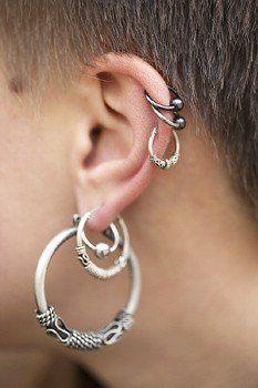 Piercing en el cartilago de la oreja
