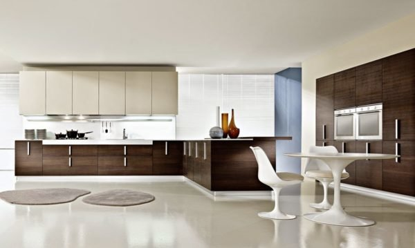 50-ideas-combinar-los-colores-la-cocina-modelo-pedini-blanco-marron-azul