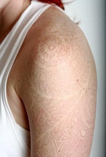 Tatuaje encaje blanco