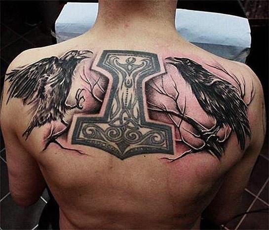 Tatuaje martillo de Thor