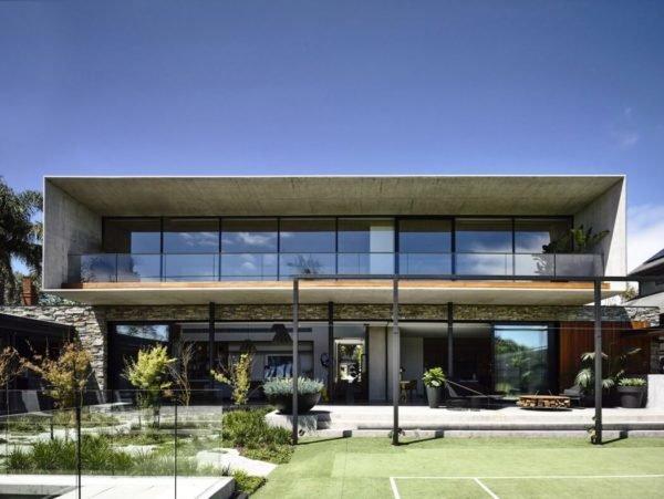 casa-moderna-y-ecologica-con-una-fachada-rectangular-y-alargada
