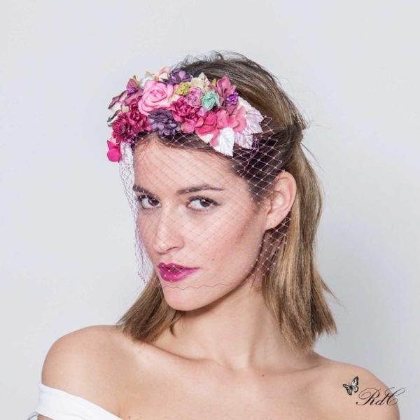 como-elegir-los-mejores-tocados-para-pelo-corto-flores-red