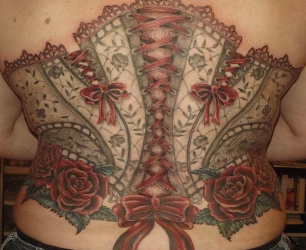 tatuajes-de-lazos-corset-rojo