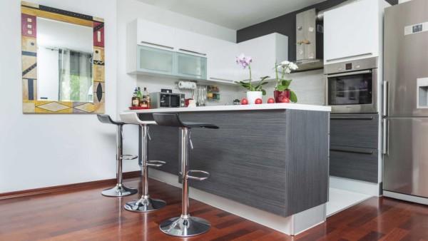 ultimas-tendencias-cocinas-2016-barra-americana-gris
