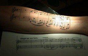 Tatuaje de partitura
