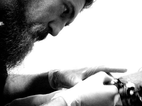 El tatuador B&N por Qenk.